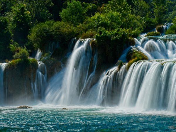 Mơ thấy thác nước điềm báo tốt hay xấu?